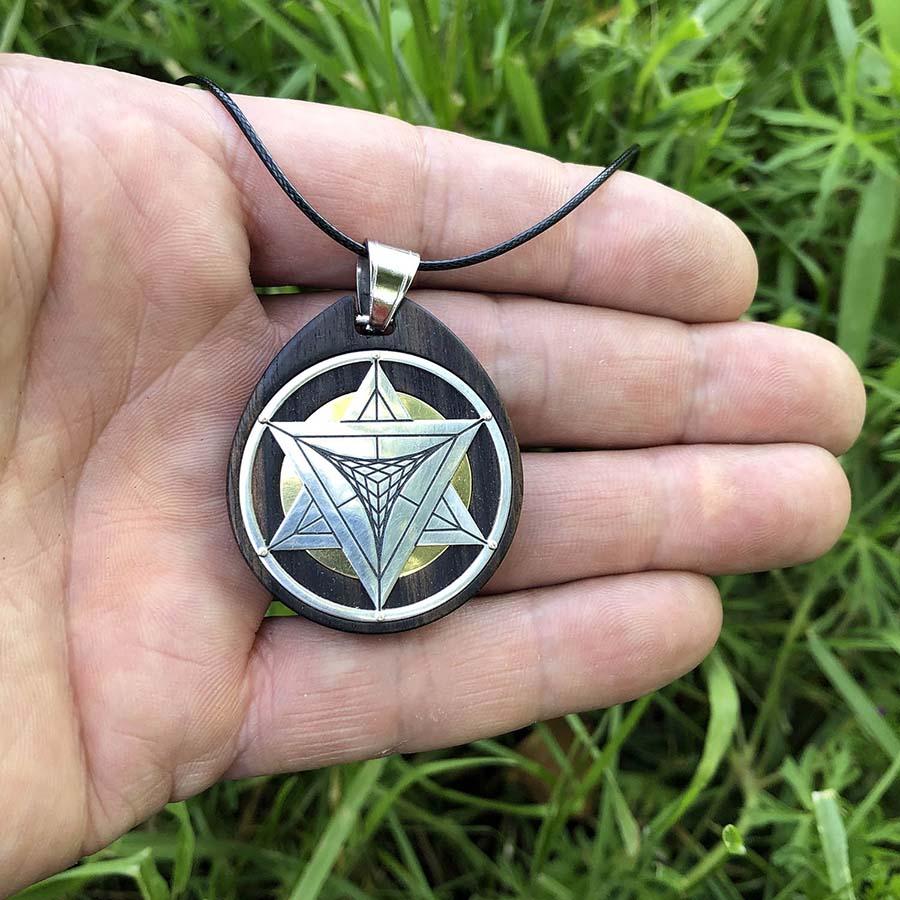 étoile tétraédrique argent ébène main